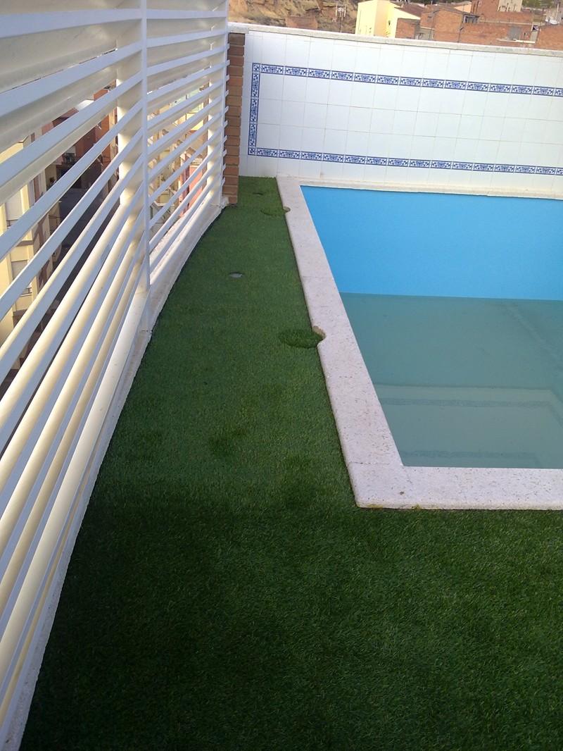 Cesped artificial piscinas productos hidro tec 2000 for Productos piscinas