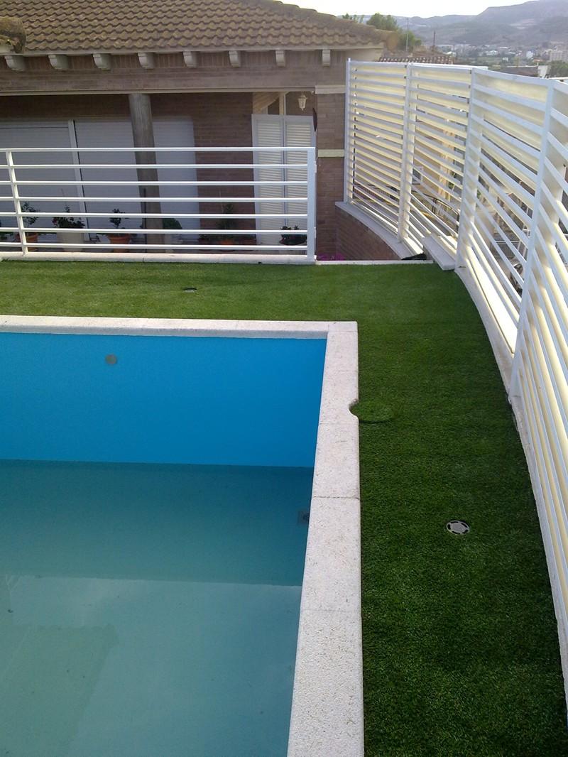 Cesped artificial piscinas productos hidro tec 2000 for Productos piscina